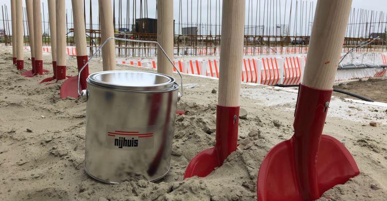 Viering start bouw eerste appartementen in Meerstad